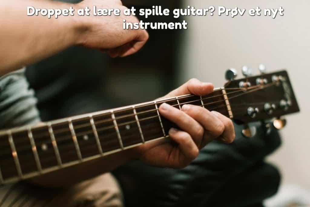 Droppet at lære at spille guitar? Prøv et nyt instrument